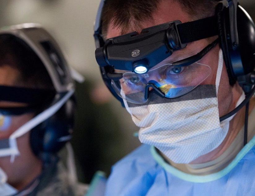 Military-medicine-u-s-sailors-soldiers-teach-combat-medical-care-course